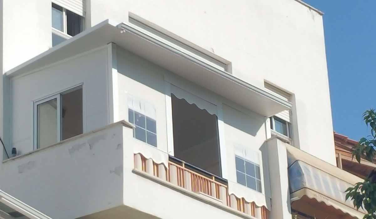 סגירת פנל אלומיניום עם חלונות זכוכית