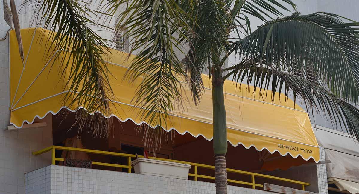 מרקיזה למרפסת בצבע צהוב