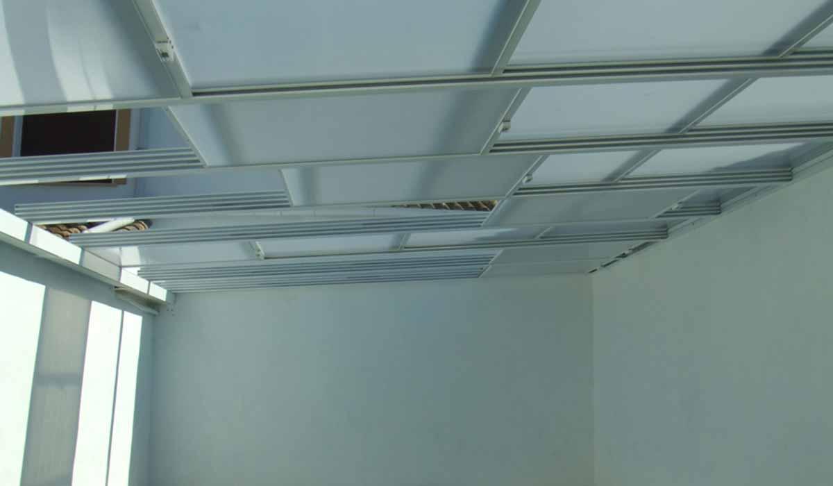 גג הזזה לבן