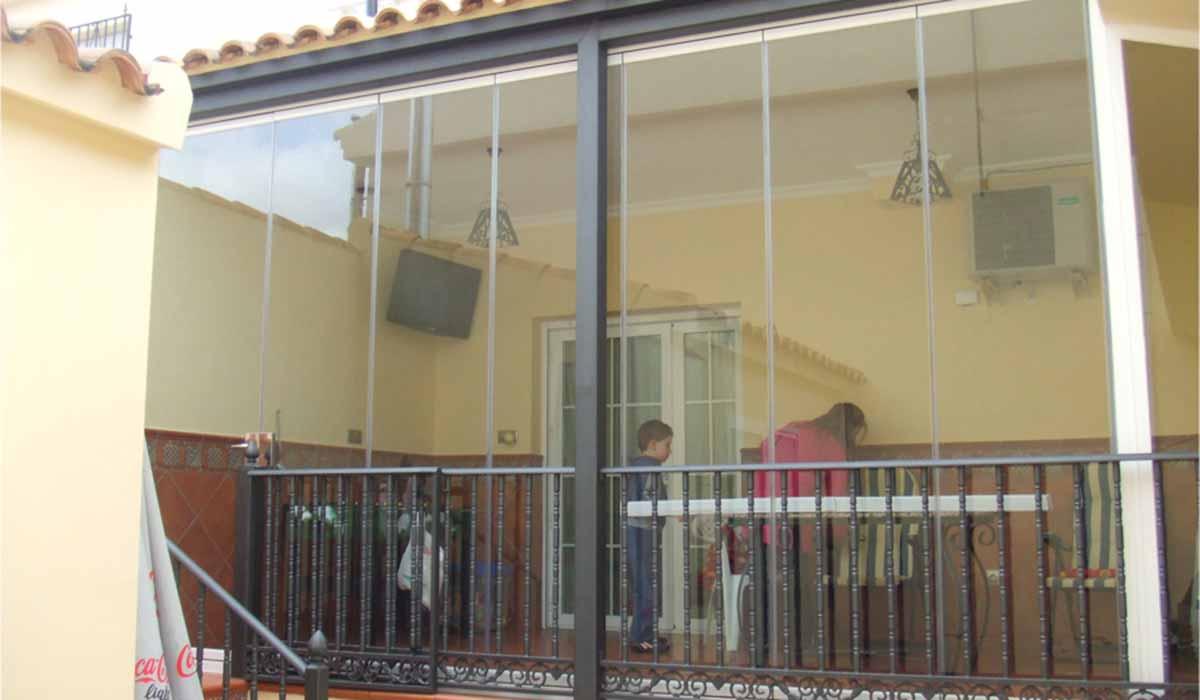 זכוכית הזזה למרפסת