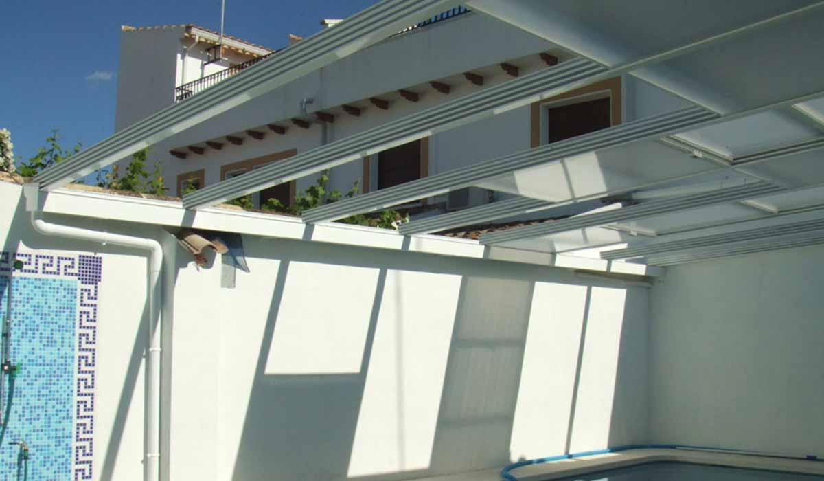 גג הזזה לבן נפתח