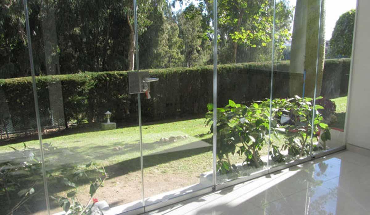 חלונות זכוכית עם דלת מבט מבפנים
