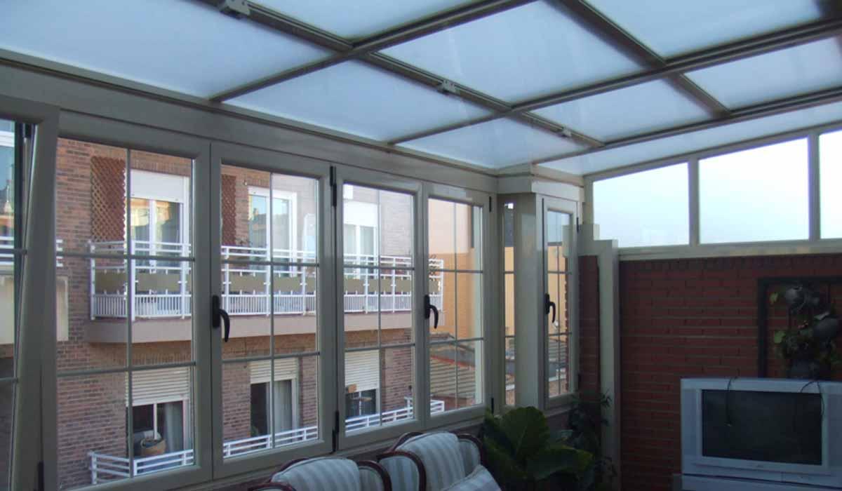 גג הזזה בשילוב זכוכית אטומה