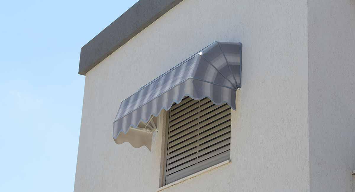 מרקיזה לחלון בקומה שניה