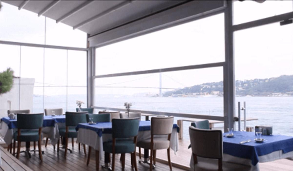 חלונות גיליוטינה במסעדה