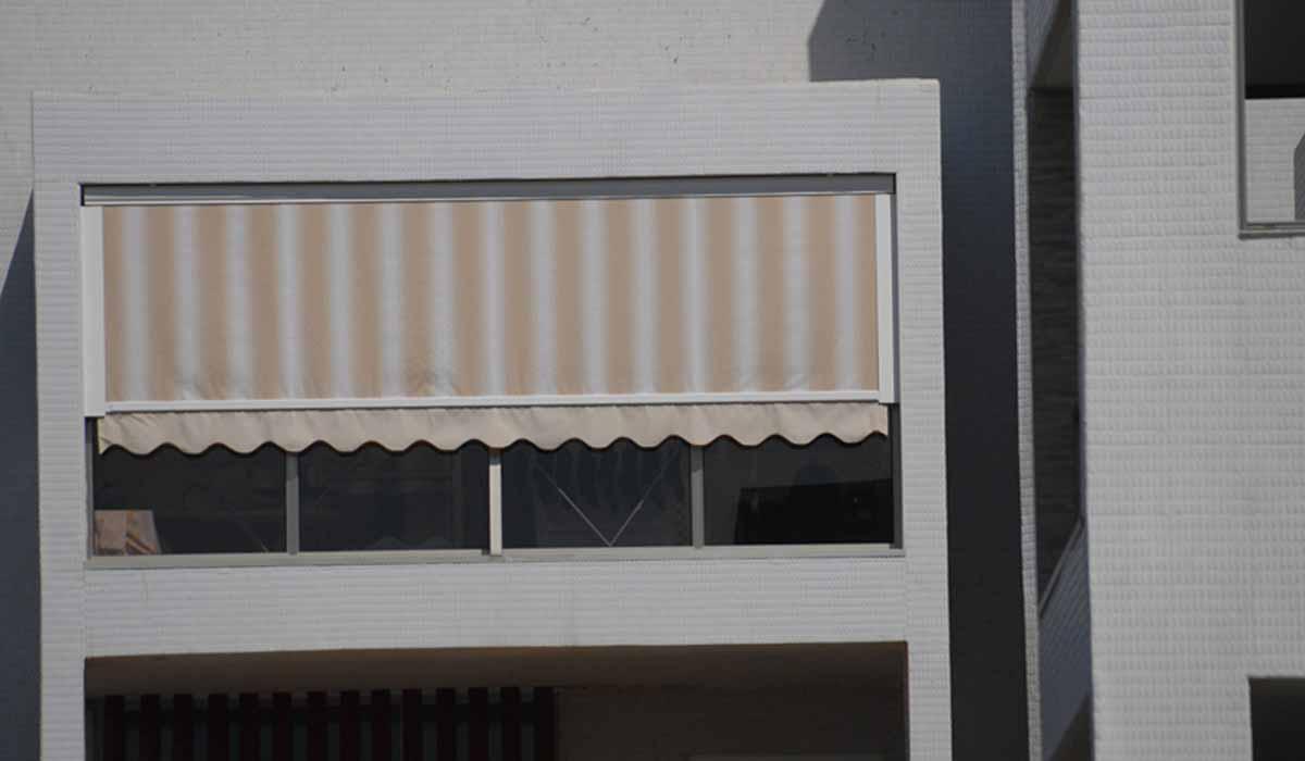 מסך גלילה פסים למרפסת
