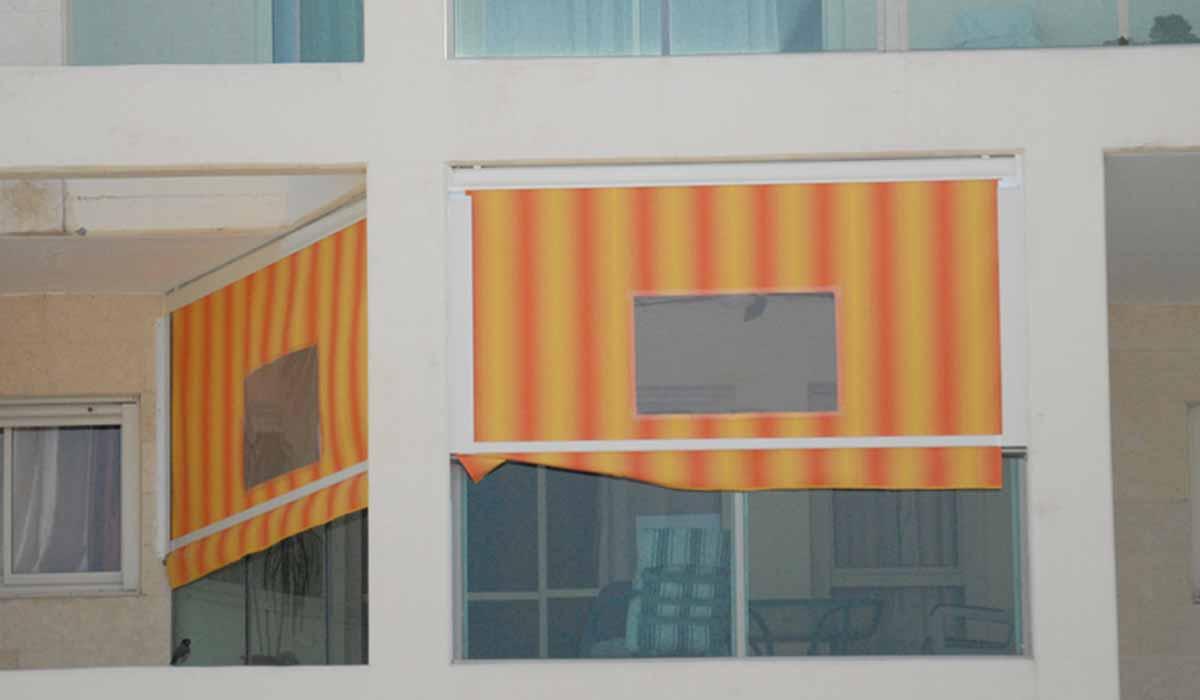 מסך גלילה פסים כתומים עם חלון