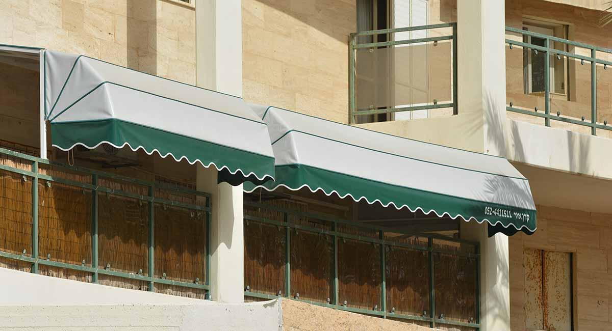 מרקיזה למרפסת אפור עם וולן ירוק