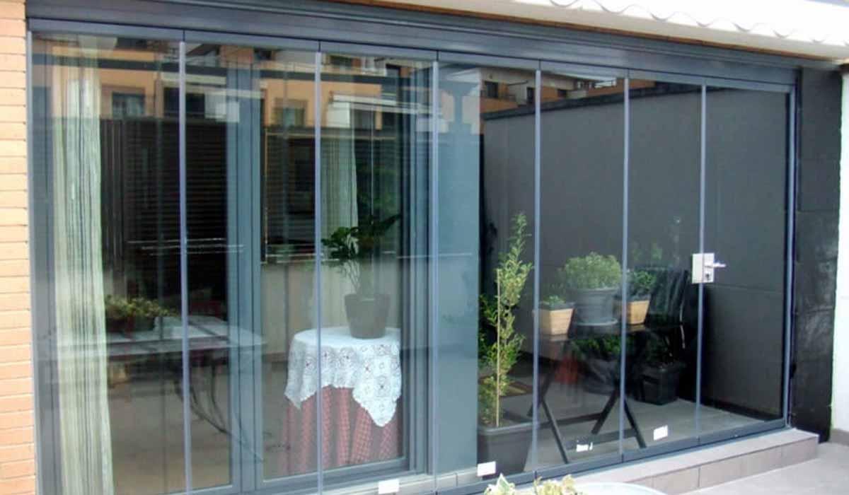 חלונות זכוכית ויטרינה