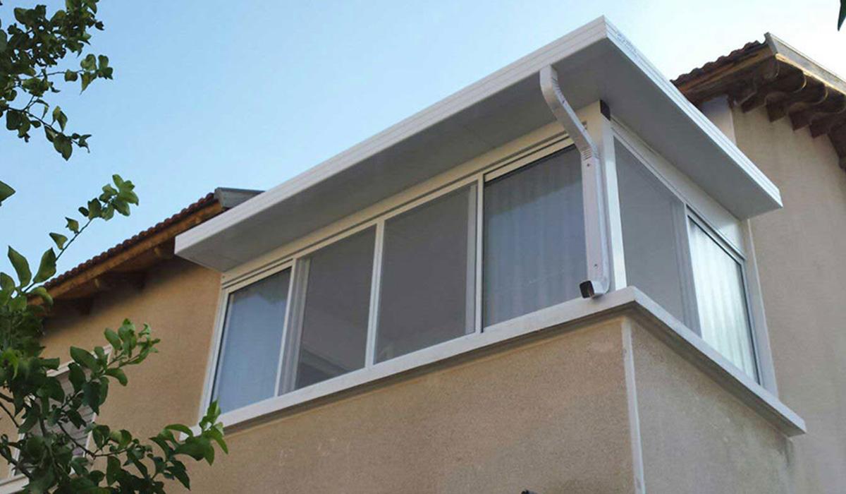 פרגולת פנל אלומיניום עם מרזב וחלונות זכוכית -2