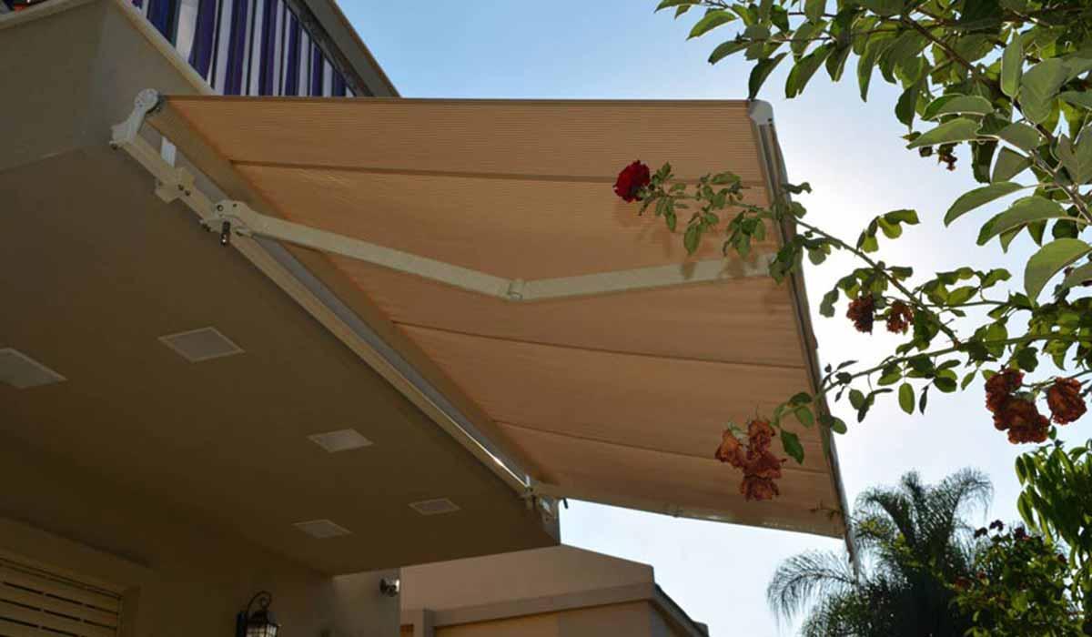 סוכך זרועות למרפסת בית פרטי