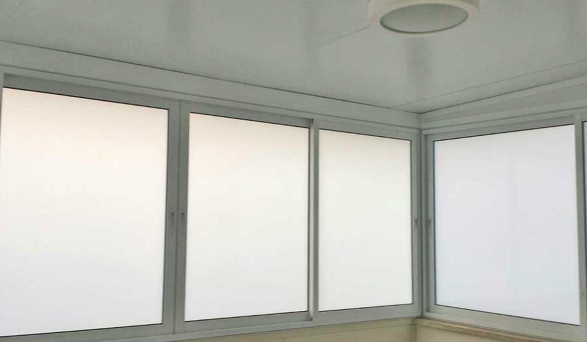 פרגולת פנל אלומיניום עם מרזב וחלונות זכוכית-3