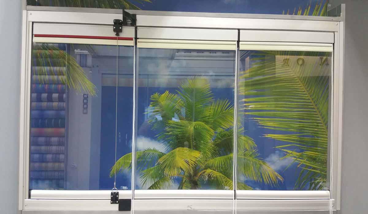 חלונות הזזה נאספות עם וילון הצללה -3
