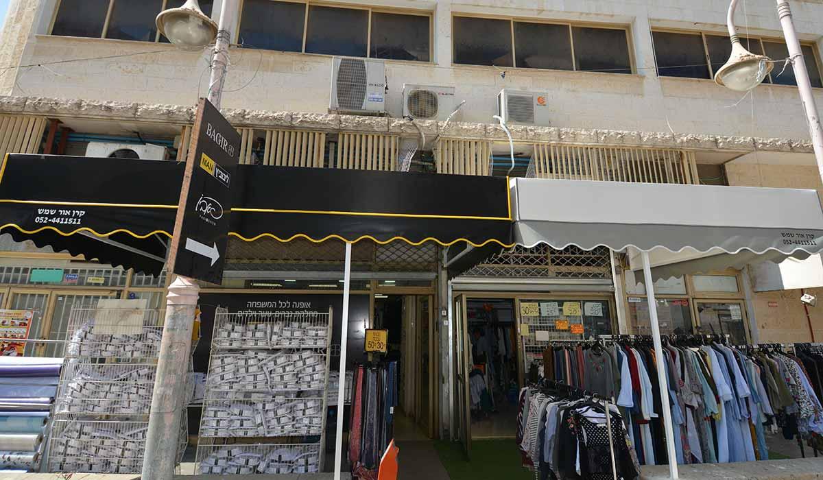 סוכך חנות הלבשה של בגיר-1