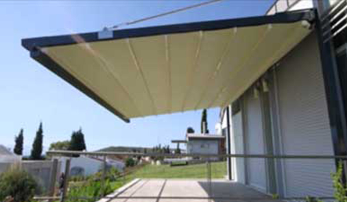 פרגולת אלומיניום עם גג נפתח תלויה