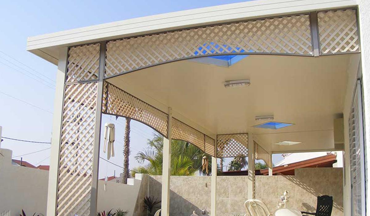 פרגולת פנל אלומיניום עם חלונות תקרה